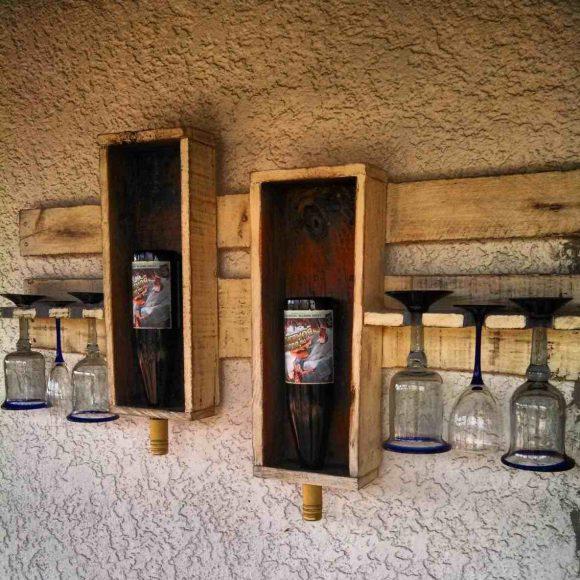 Полка из дерева на две бутылки