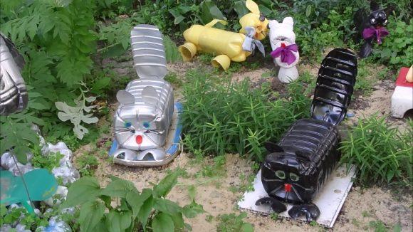 Кошки из из пятилитровых пластиковых бутылок