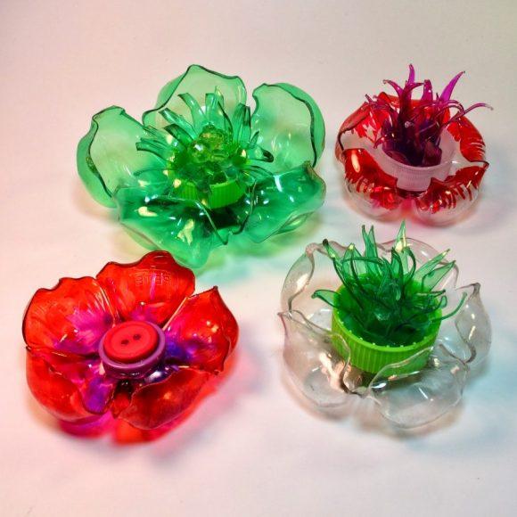 Декорации из из пятилитровых пластиковых бутылок