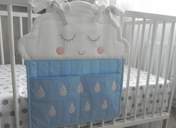 Органайзер на детскую кроватку в виде облока с двумя большими карманами