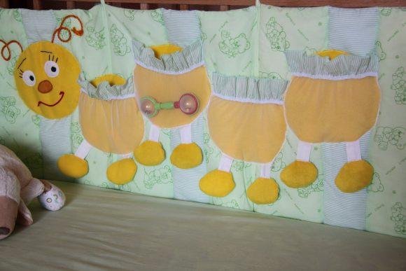 Сороконожка-органайзер для детской кроватки