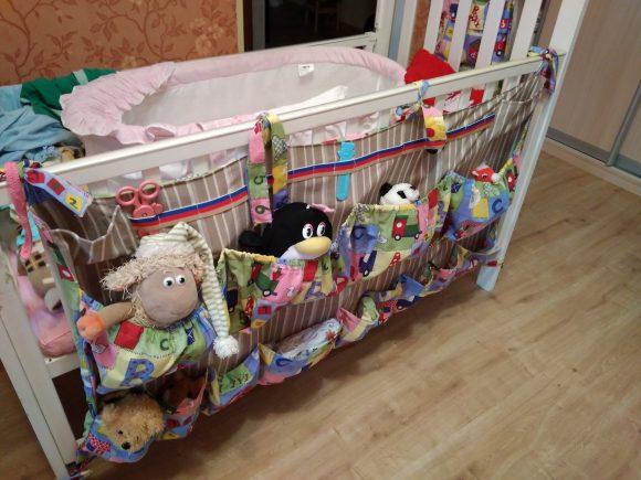 Вместительный большой органайзер для детской кроватки