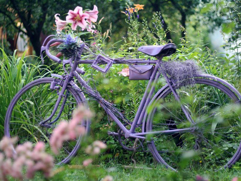 20 идей применения старого велосипеда на даче
