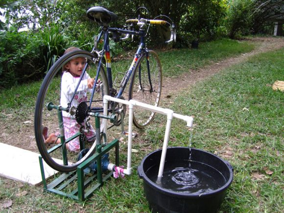 Привод для водокачки из старого велосипеда на даче