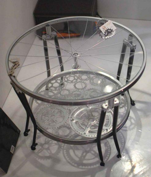 Столик из велосипедных запчастей