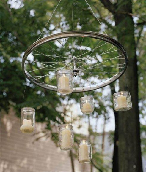 Садовый светильник из велосипедного колеса