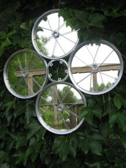 Рама для зеркал из велосипедного колеса