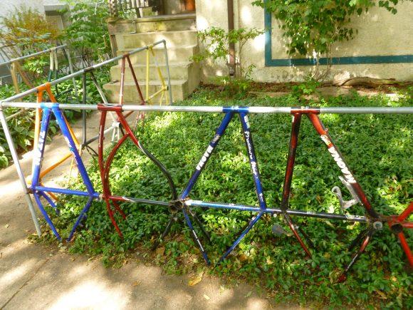Ограда из велосипедных рам