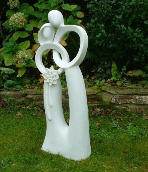 Символическая гипсовая скульптура