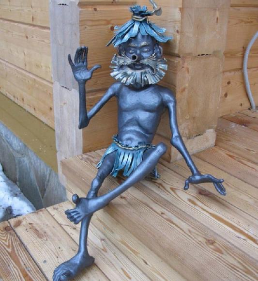Кованая скульптурка для дачи