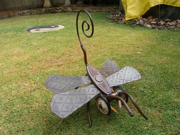 Самодельная дачная скульптурка