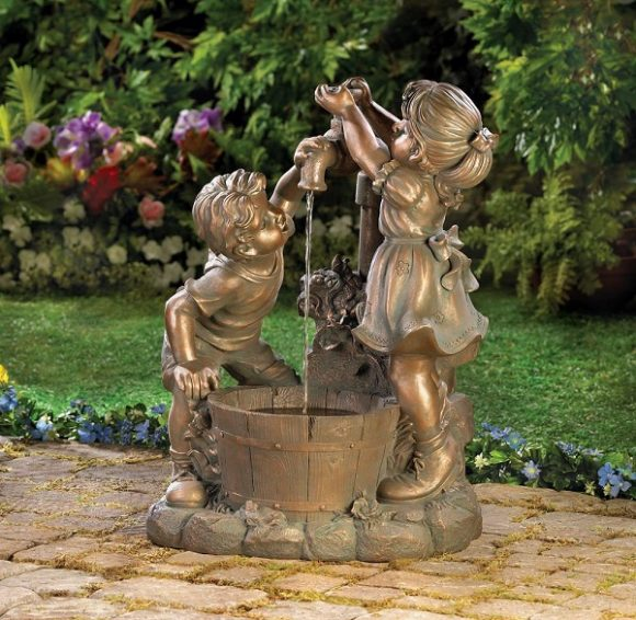 Маленькая скульптура-фонтанчик