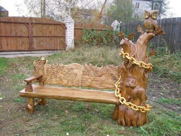 Резная деревянная лавочка