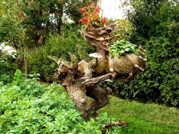 Скульптура-рутарий на садовом участке