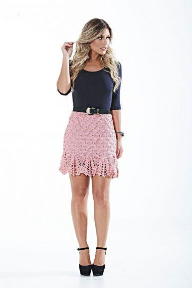 Розовая вязаная юбка