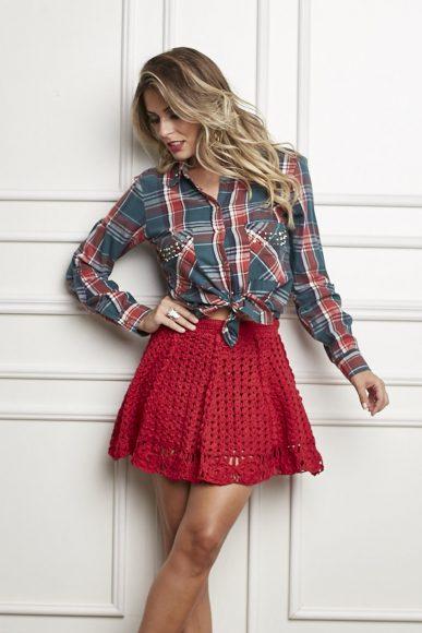 Красная юбка, связанная крючком