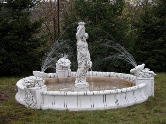 Скульптурная композиция на фонтане