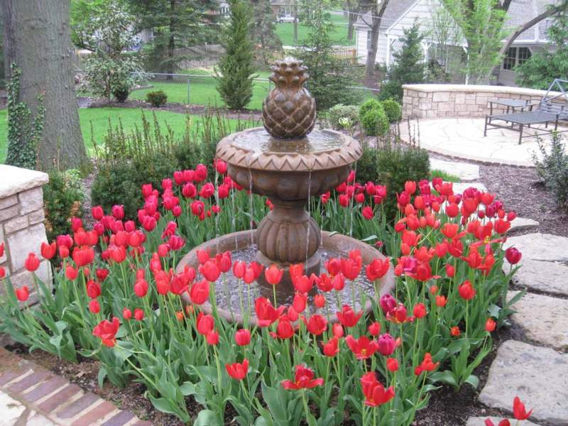 Источники вдохновения и покоя: фонтаны в садовом дизайне