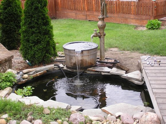 Самодельный фонтан из старой сантехники