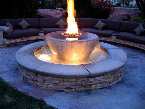 Красивая подсветка дачного фонтана