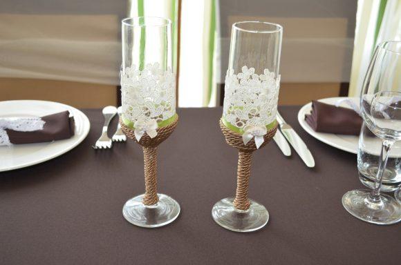Свадебные бокалы в эко-стиле