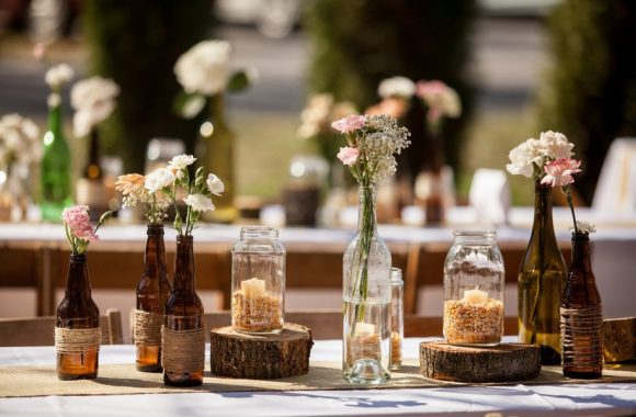 Украшения на столе для свадьбы в стиле кантри