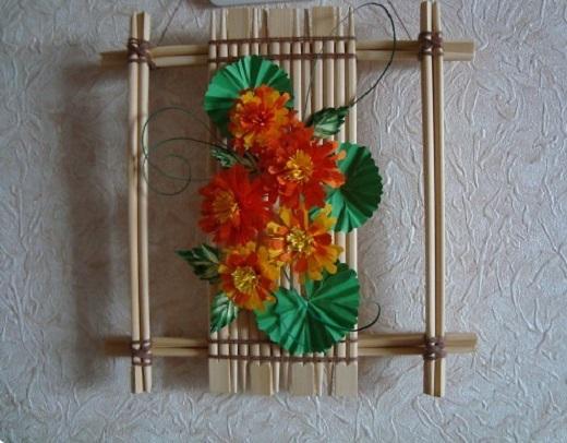 Декоративное панно из палочек для суши
