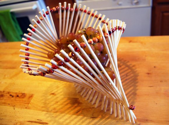 Ваза под фрукты из палочек для суши