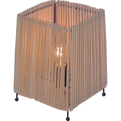 Настольная лампа с абажуром из палочек для суши