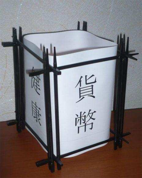 Лампа из палочек для суши и бумаги