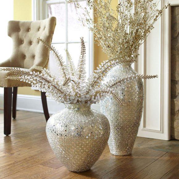 Искусственные ветки в вазе напольной