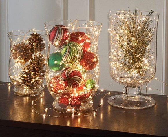 Новогодние украшения в вазе