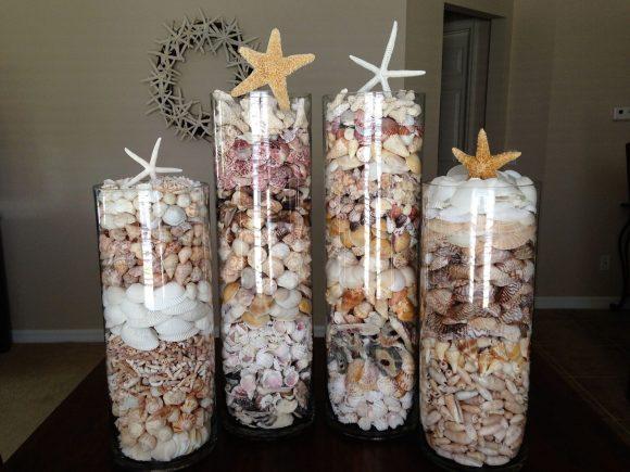 Ракушки в стеклянной вазе
