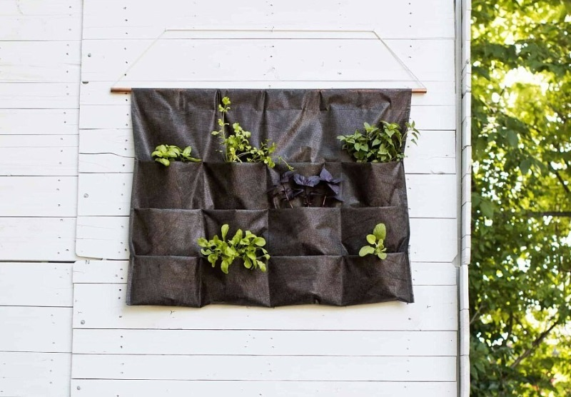 Свежая зелень под рукой: как сшить подвесной органайзер для выращивания в домашних условиях