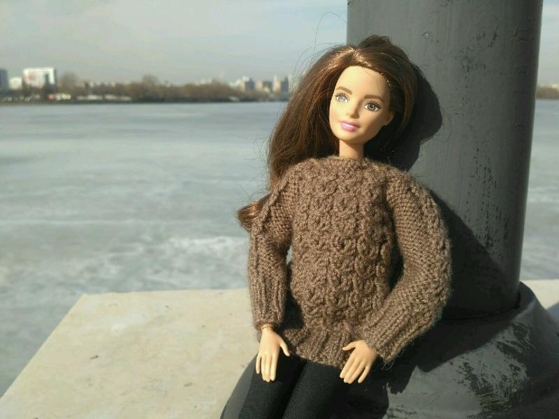 Как сшить теплую одежду для Барби из перчатки, которая осталась без пары