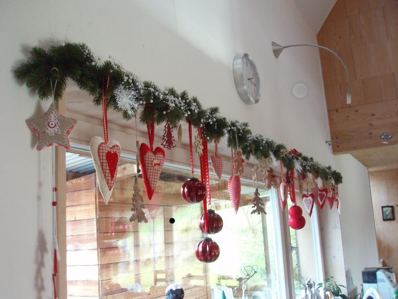 7 вещей, которыми можно украсить окно к Новому году