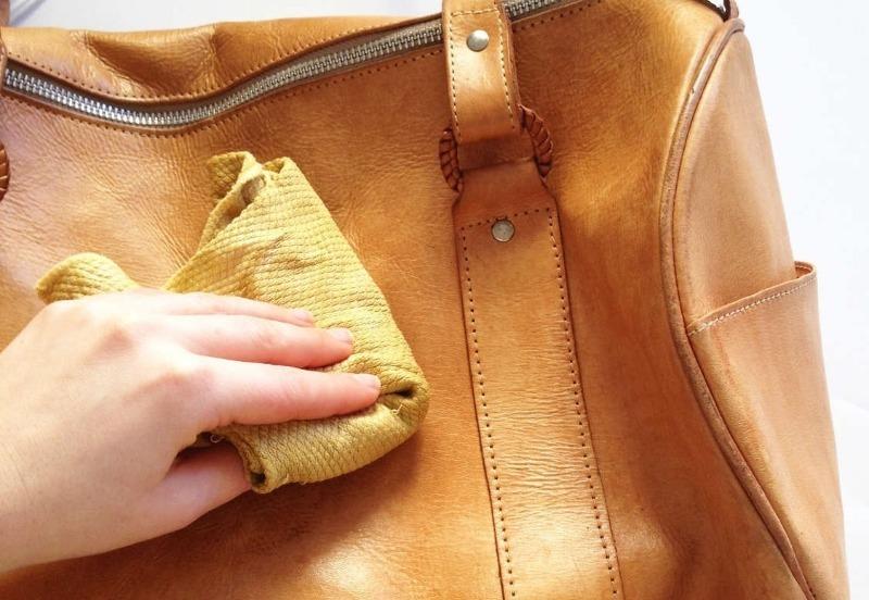 Как новая: 7 способов вернуть кожаной сумке прежний блеск и чистоту