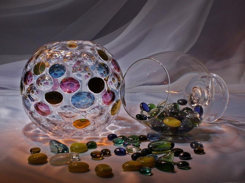 7 способов украсить дом при помощи стеклянных шариков